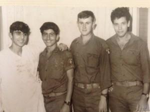 ביקור פצועים ממלחמת ההתשה ב1968 אבנר ז״ל בצד ימין ליד הפצוע יואל דגמי.