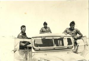 דוב'לה במרכז עם מפקדיו - גדוד 79 בשנת 1969