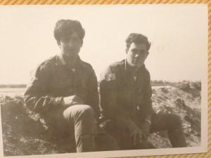 דורון גרינוולד ז״ל עם יואל דגמי תמונה זו צולמה באזור האגם המר